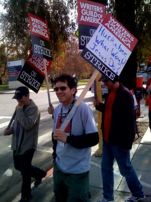 Writers on strike picketing Huckabees appeearance on The Tonite Show with Jay Leno